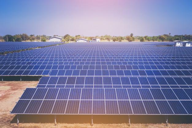 Importancia del mantenimiento de las placas solares en Barcelona
