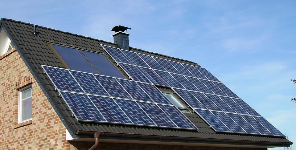 ¿Es una buena opción instalar placas solares en nuestra vivienda?
