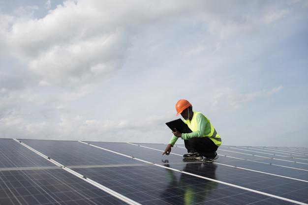 ¿En qué consiste el mantenimiento de placas solares?